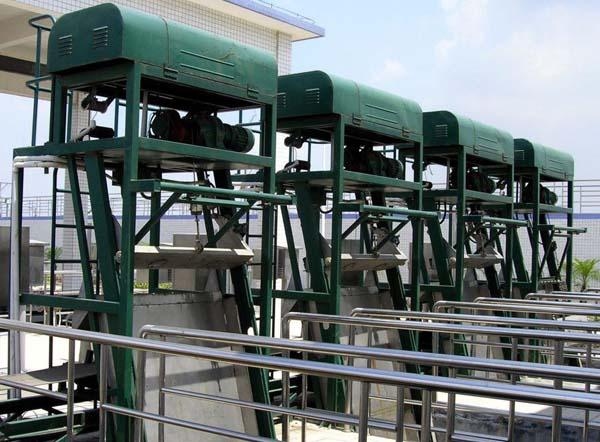 SGL型高链式机械格栅除污机